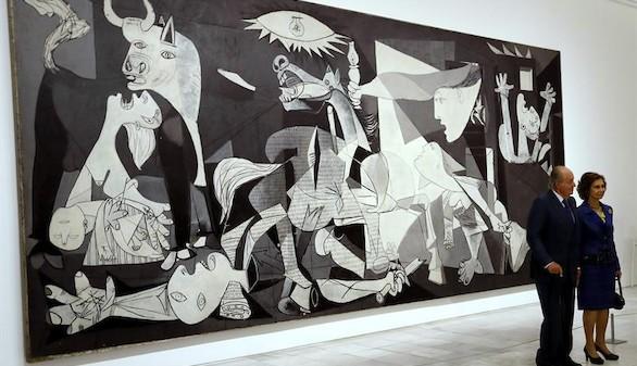 Los Reyes Juan Carlos y Sofía se reencuentran con el 'Guernica'
