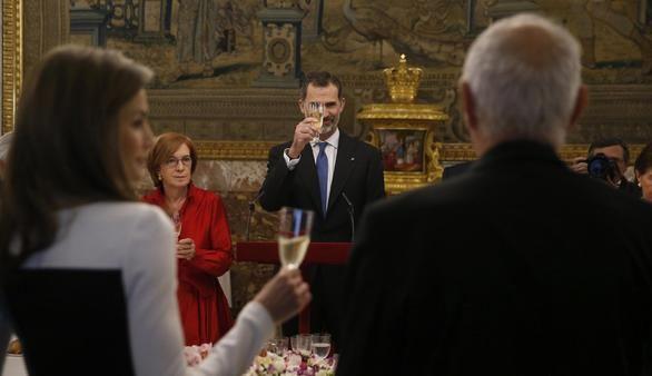 Los Reyes almuerzan con Mendoza: