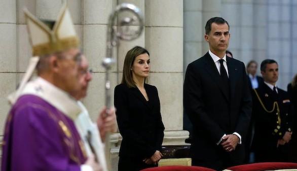 Los Reyes encabezan el homenaje a las víctimas del terremoto de Ecuador