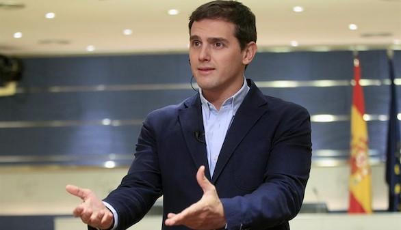 Rivera a Sánchez: un Gobierno con 85 escaños y 44 partidos 'es inviable'