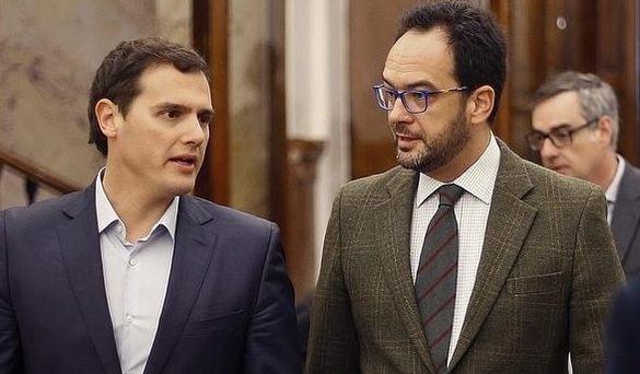 Solo Cs apoya al PSOE para sacar a Franco del Valle de los Caídos