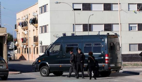 Detenidas tres personas por los altercados en Roquetas de Mar
