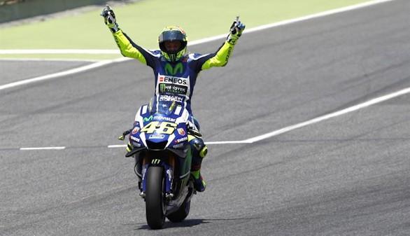 Rossi se lleva el duelo con Márquez en Montmeló