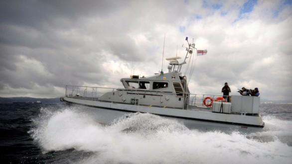 La Royal Navy hostiga a un buque español cerca de Gibraltar