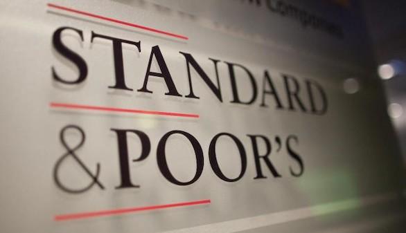 Standar & Poor's mantiene la nota de España pero mejora su previsión de alza