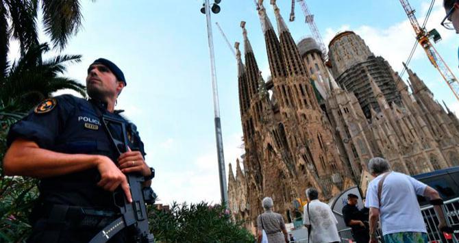 Imagenes Sagrada Familia Navidad.El Centro De Barcelona Y La Sagrada Familia Se Blindan Para