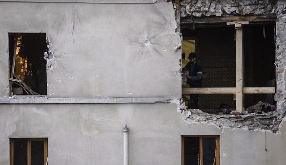 Vista de los desperfectos cuasados en el edificio de Saint-Denis en París tras la redada antiterrorista en la que se consiguió neutralizar a un comando yihadista. Efe