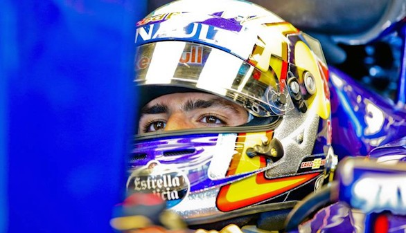 Mercedes sigue dominando y Sainz ilusiona
