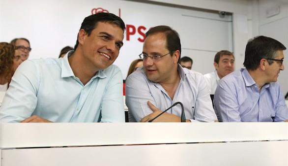 Sánchez aprovecha para arremeter contra Rajoy e Iglesias