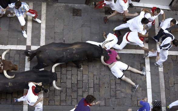 Sanfermines 2015: Un toro adelantado crea peligro en el tercer encierro