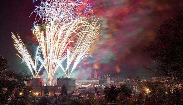 Santiago de Compostela se entrega a su noche más mágica