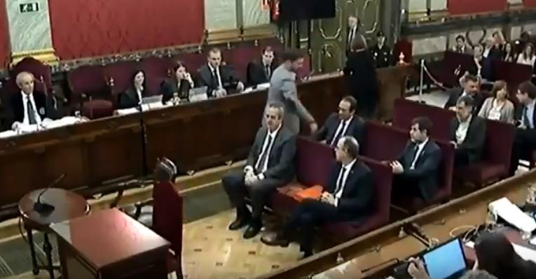 Rufián niega el saludo a Santi Vila en el juicio del procés