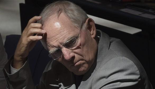 Schäuble quiere un 'Grexit' pese a la claudicación de Tsipras