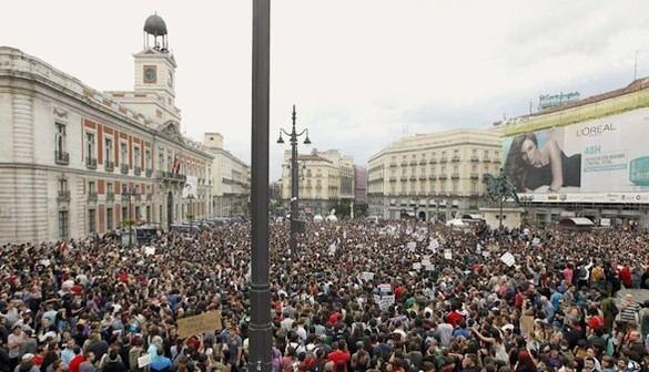 El 15-M mantiene el desafío pese a la prohibición de la Junta Electoral