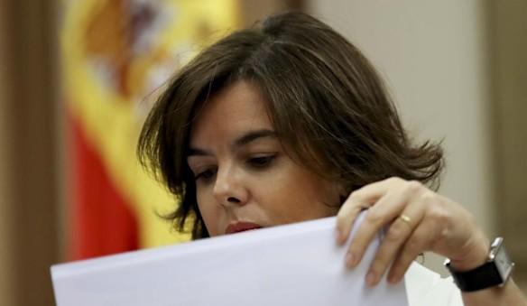 Santamaría advierte a Colau de los riesgos para los funcionarios