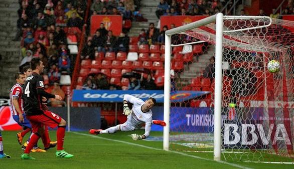 Cómodo triunfo del Athletic, que deja al Sporting muy tocado  0-2