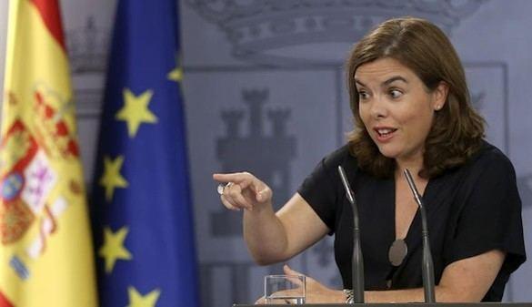 Sáenz de Santamaría reclama a Mas respeto a la ley y neutralidad