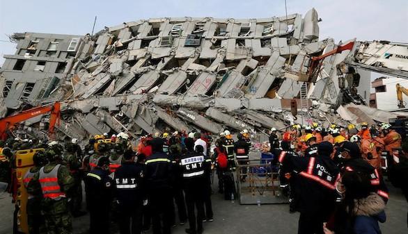 Al menos 23 muertos y 120 desaparecidos tras un terremoto en Taiwán