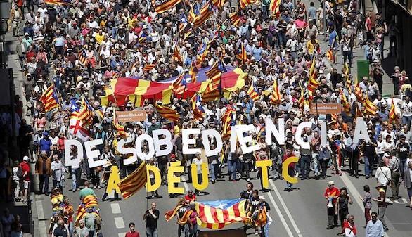 La CUP y JXSí pactan el comienzo de ruptura con España
