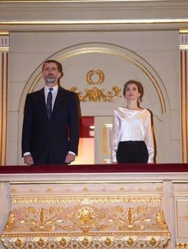 Los Reyes en el Palco Real durante su asistencia a la representación de 'El Público'. Foto. Teatro Real