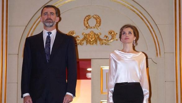 Don Felipe y Doña Letizia acuden por primera vez al Teatro Real como Reyes