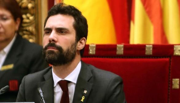 El Parlament desobedece al TC y legitima a Puigdemont