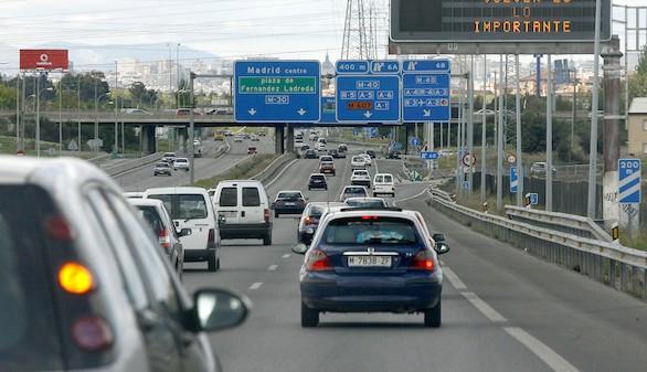 Los ayuntamientos multan cinco veces más que Tráfico