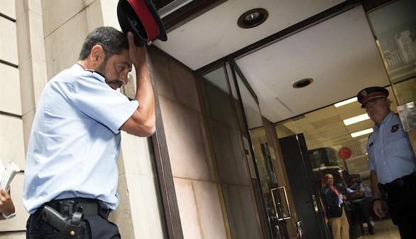El jefe de los Mossos acata la orden de la Fiscalía
