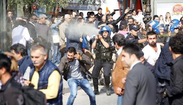 Disuelta con gases lacrimógenos la conmemoración del atentado de Ankara