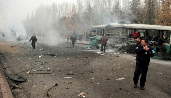 Trece militares muertos en un atentado contra un autobús en Turquía