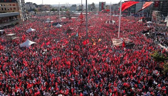 Miles de personas se manifiestan para pedir laicismo en Turquía