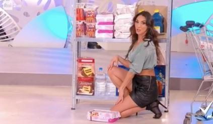 Polémica en Italia por un tutorial sexista de la RAI sobre cómo hacer la compra de forma sensual
