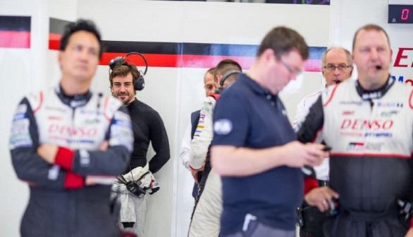 Fernando Alonso ya calienta: más de 100 vueltas en un test para las 24 Horas de Le Mans