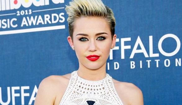 Miley Cyrus y Lady Gaga, vestidas por unas monjas de clausura de Huelva