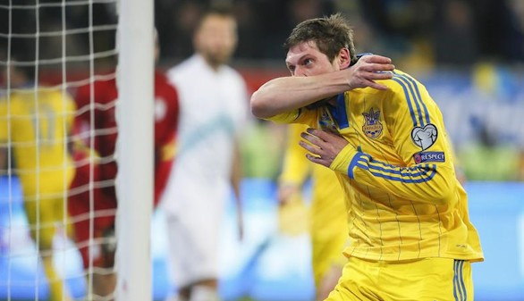 Ucrania golpea primero y acaricia la Eurocopa |2-0