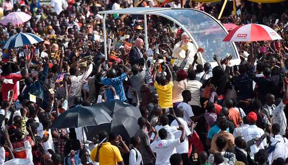 El Papa reclama en Uganda un sociedad más justa que no excluya a nadie