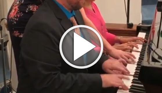 Vídeos virales. Un piano a ocho manos