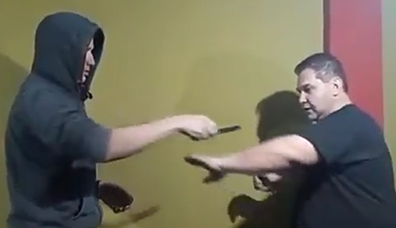Un tutorial de autodefensa poco práctico