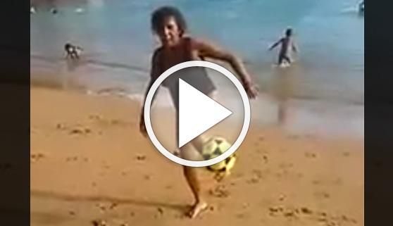 Vídeos virales. Una abuela sorprende con su dominio del balón