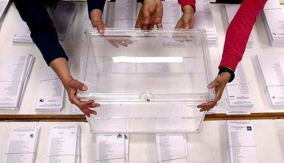 ¿Qué debe considerar un partido para decidir cuál es el segmento al que debe dirigirse?