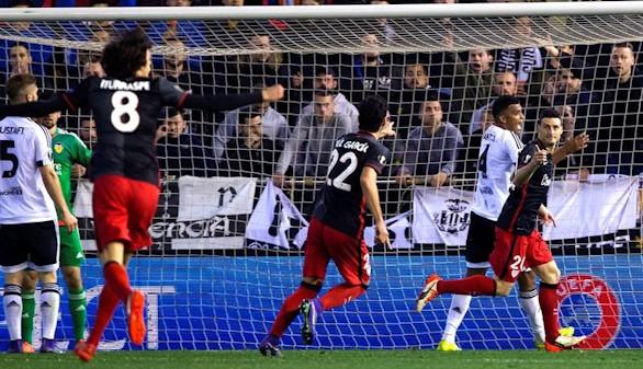 Un polémico gol clasifica al Athletic y tumba al Valencia  2-1