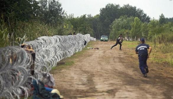 Hungría concluye la valla alambrada en su frontera con Serbia
