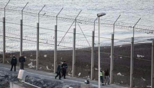 Más de 400 inmigrantes entran en Ceuta tras forzar la valla