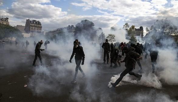 Valls esquiva al Parlamento e impone su reforma laboral