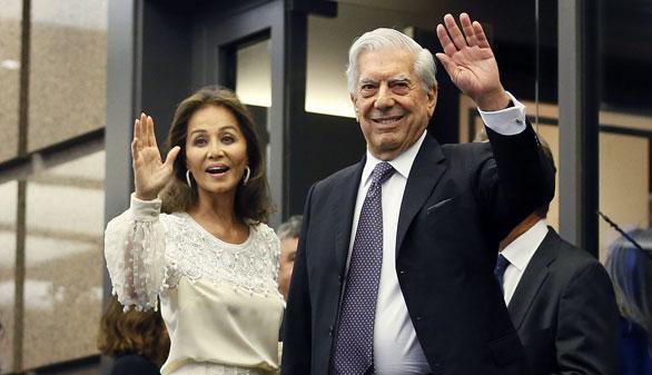 Vargas Llosa celebra su 80 cumpleaños rodeado de amigos, política y cultura