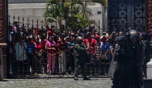 La Fiscalía venezolana investigará el asalto al Parlamento
