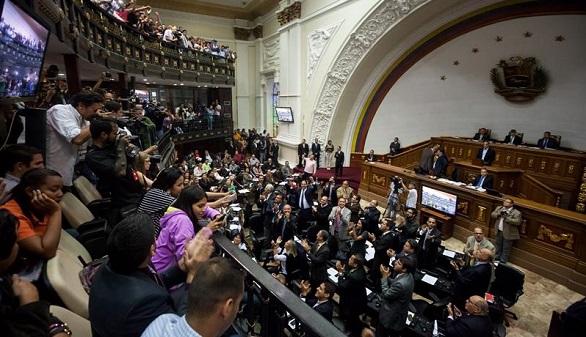El Supremo venezolano declara en desacato al Parlamento