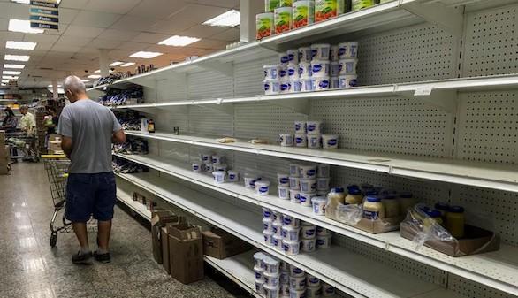 Los venezolanos asolan supermercados y gasolineras antes de la huelga