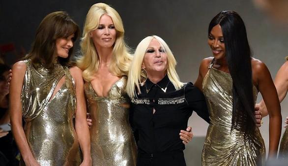 Las supermodelos de los '90 regresan a la pasarela para homenajear a Versace
