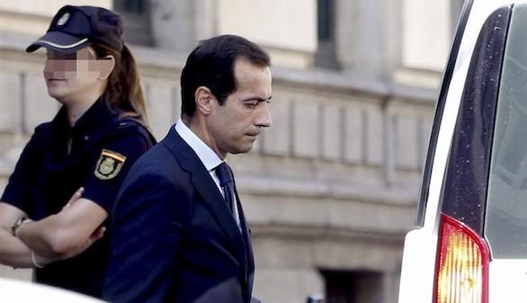 El juez retira el pasaporte a Salvador Victoria por favorecer a la Púnica